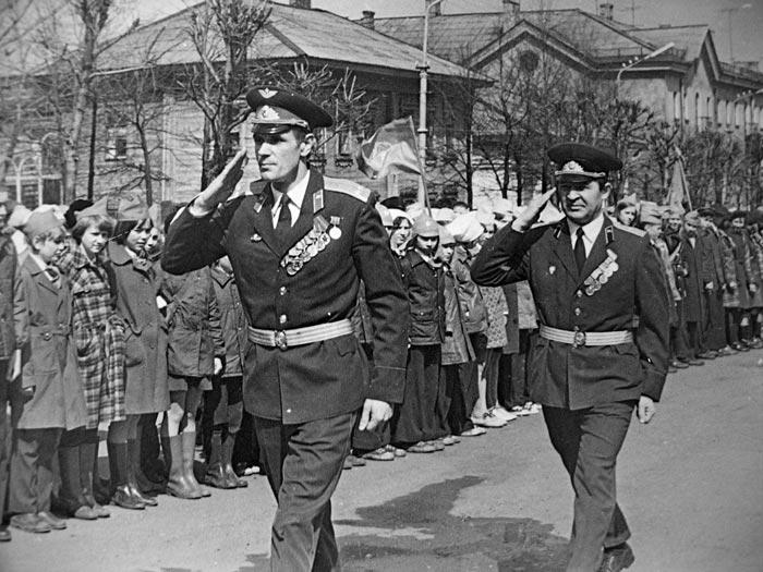 Автор Георгий Головёнкин Парад 9 мая 1977 г.