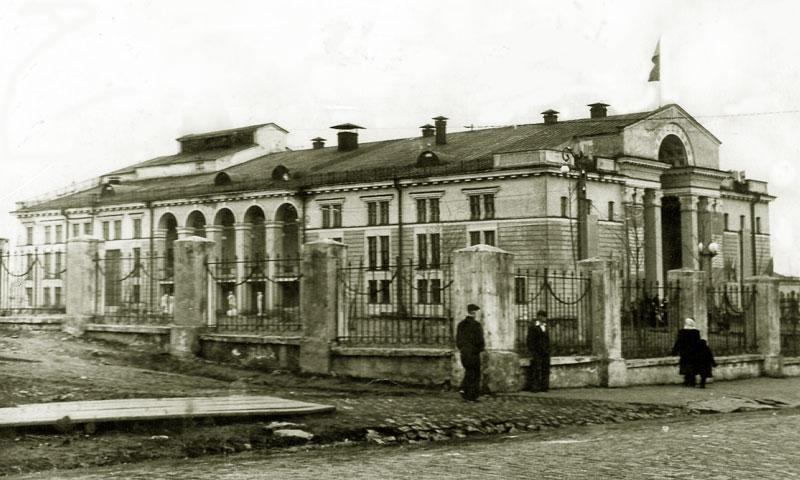Автор из архива семьи Анисимовых Дворец культуры Дата 01.05.1954