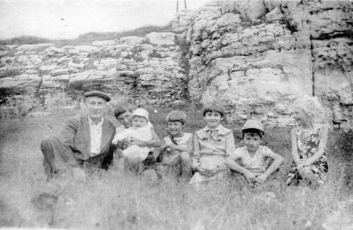 Возле Кизеловской пещеры 1985 г.