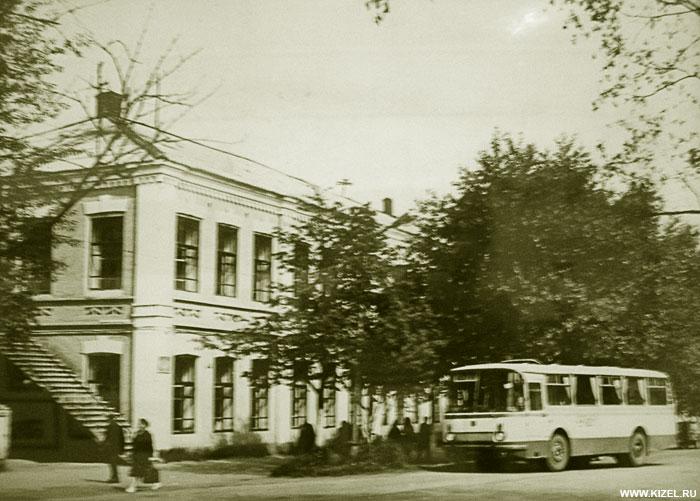 Здание Кизеловской Гимназии Дата 1970-1980-е гг.